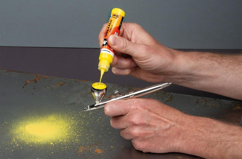 Použití akrylické barvy ONE4ALL™ pomocí airbrushe
