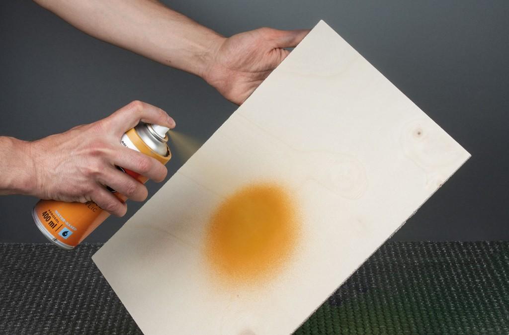 ONE4ALL sprej lze použít přímo na dřevo
