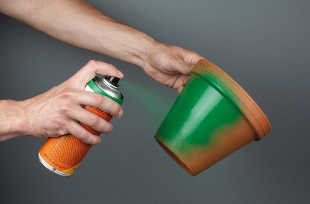 ONE4ALL sprej lze použít přímo na pálenou hlínu - terakotu