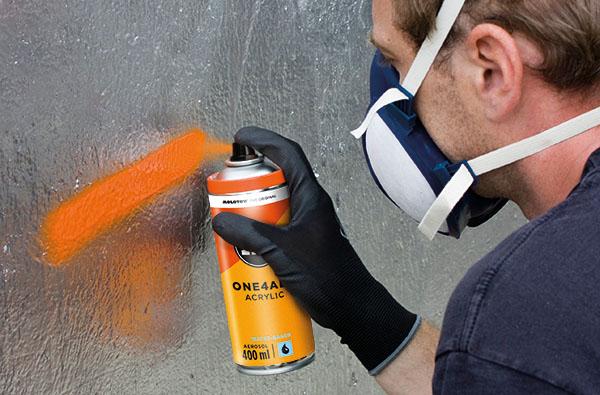 Při použití spreje použijte ochrannou masku a rukavice