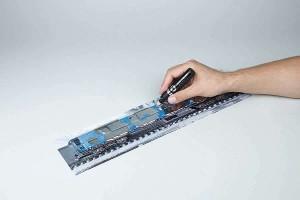 Použití fixy Liquid Chrome na Molotow™ 3D plastovém posteru, který má speciální matný povrch určený právě k pokreslení