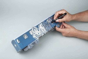 Použití fixy Liquid Chrome na papírovém skládacím MINISUBWAY modelu