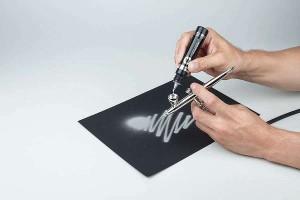 Použití barvy Liquid Chrome pomocí airbrushe