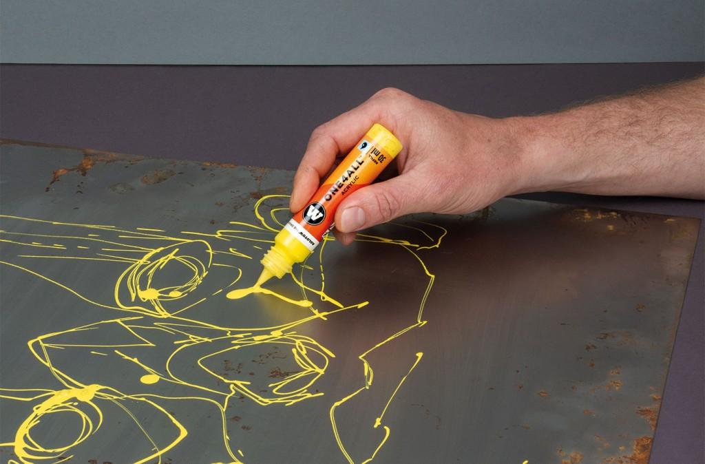 Akrylickou barvu ONE4ALL lze aplikovat přímo pomocí 30ml nádoby - náhradní náplně