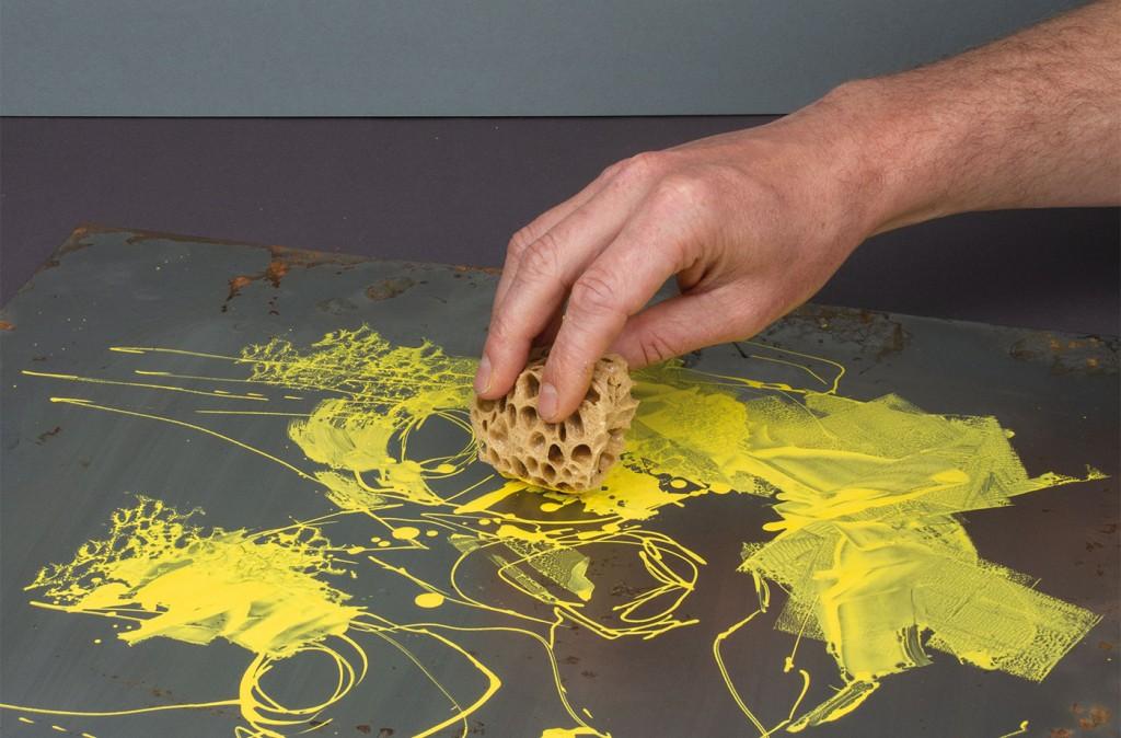 Akrylickou barvu ONE4ALL lze zpracovávat malířskou houbou