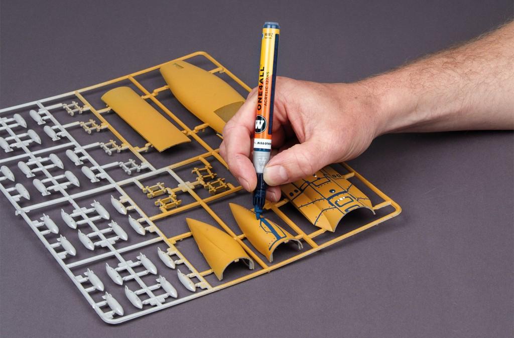 Použití ONE4ALL akrylické fixy 127HS s 2mm hrotem a Refill Extension nádstavcem na modelářském plastu