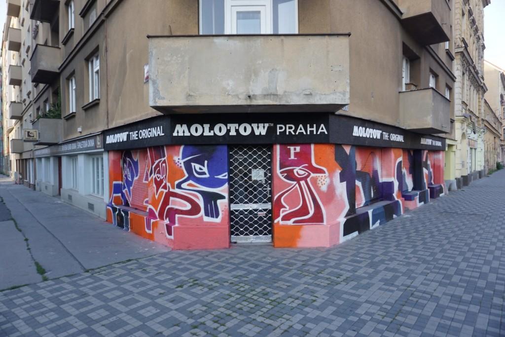 Molotow Praha x POIS 811 vchod